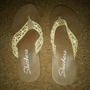 Skechers yoga memory foam sandals size 9